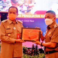 Wali Kota Palu Terima Penghargaan Perencanaan Terbaik