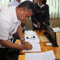 AHA Center Serahkan Bantuan Pembangunan HUNTAP